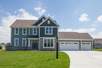 Pewaukee Single Family Home For Sale: W239n3736 River Birch Ct