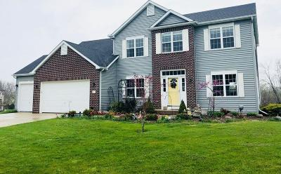 Saukville Single Family Home For Sale: 504 Acacia Dr