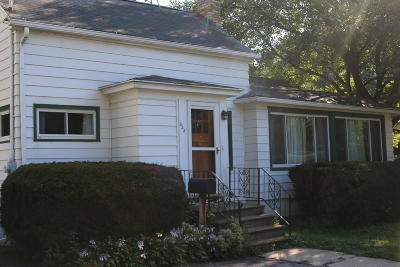 Lake Mills Single Family Home Active Contingent With Offer: 333 E Oak St