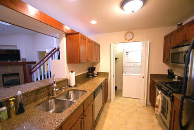 New Berlin Condo/Townhouse For Sale: 15295 W Library Ln #313