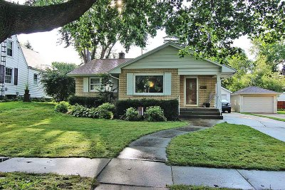 Fort Atkinson WI Single Family Home Active Contingent With Offer: $149,500
