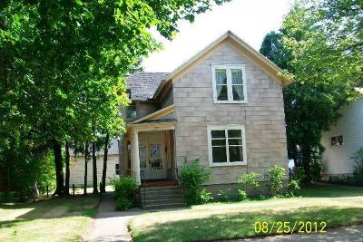 Menominee Single Family Home For Sale: 709 8th Ave