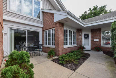 Greendale Condo/Townhouse Active Contingent With Offer: 8990 Woodbridge Dr