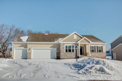 Menomonee Falls Single Family Home For Sale: N48w15452 Aster Ct