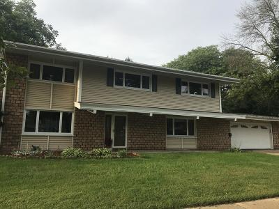 Waukesha Single Family Home For Sale: 1215 Downing Dr