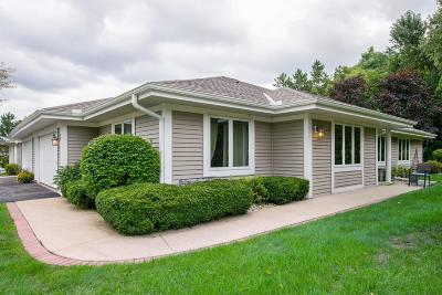 Mequon Condo/Townhouse Active Contingent With Offer: 7419 W Mequon Square Dr