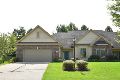 Waukesha Condo/Townhouse For Sale: N12w29067 Creekside Ct