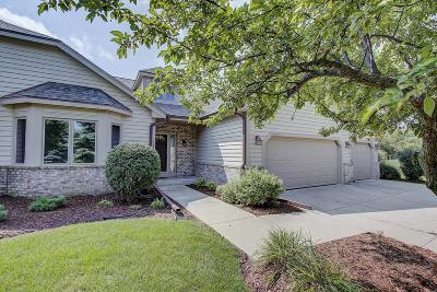Pewaukee Condo/Townhouse Active Contingent With Offer: N18w28973 Golf Rdg S