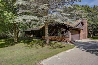 Cedarburg Single Family Home Active Contingent With Offer: 1278 Lizbeth Ln