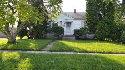 Watertown Single Family Home Active Contingent With Offer: 1102 S Tenth St