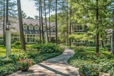 Oconomowoc Single Family Home For Sale: 4425 N Sawyer Rd