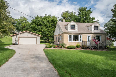 Muskego Single Family Home Active Contingent With Offer: S76w19352 Prospect Dr