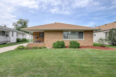 Milwaukee Single Family Home For Sale: 4727 S 25th St