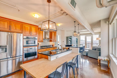 Milwaukee Condo/Townhouse For Sale: 102 N Water St #606