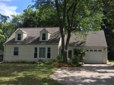 Brookfield Single Family Home For Sale: 1180 Apple Tree Ln