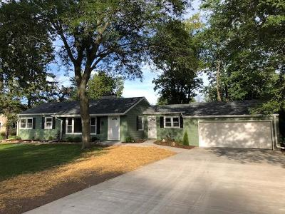 New Berlin Single Family Home Active Contingent With Offer: 2400 S Meadowmere Pkwy