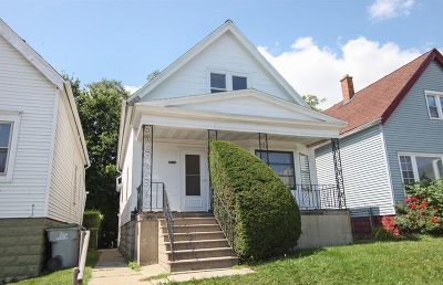 Milwaukee Single Family Home For Sale: 2539 S 5th Pl