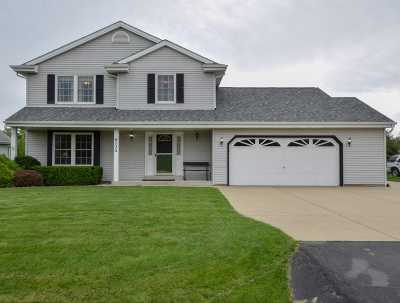 Racine Single Family Home Active Contingent With Offer: 6735 Bobolink Rd