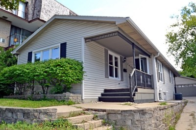Milwaukee Single Family Home For Sale: 2406 N Oakland Ave