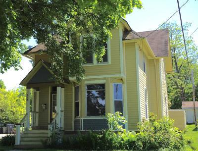 Waukesha WI Single Family Home For Sale: $223,900