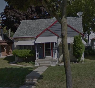 Milwaukee Single Family Home For Sale: 2406 W Hampton Ave