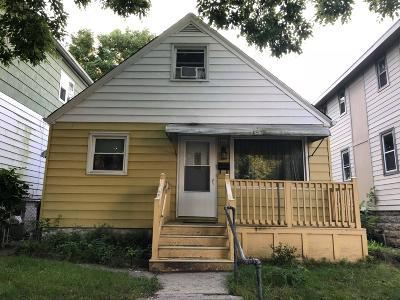 Milwaukee Single Family Home For Sale: 1517 S 25th St