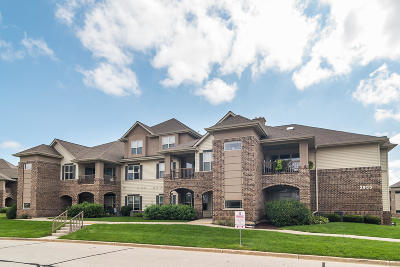 Franklin Condo/Townhouse Active Contingent With Offer: 2955 W Drexel Ave #405
