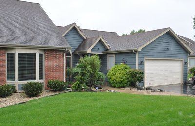 Pewaukee Condo/Townhouse Active Contingent With Offer: N19w26707 Milkweed Ln #B