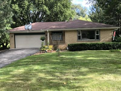 New Berlin Single Family Home Active Contingent With Offer: 15901 W Mark Dr