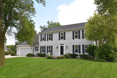 Mequon Single Family Home For Sale: 9227 W Stanford Ct
