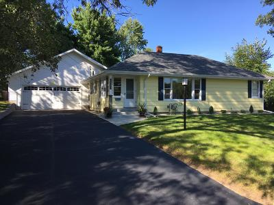 Fort Atkinson WI Single Family Home Active Contingent With Offer: $183,900