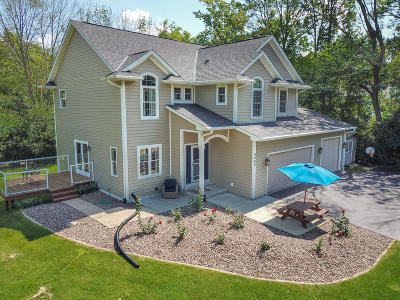 New Berlin Single Family Home For Sale: 6080 S Linne Lac Dr