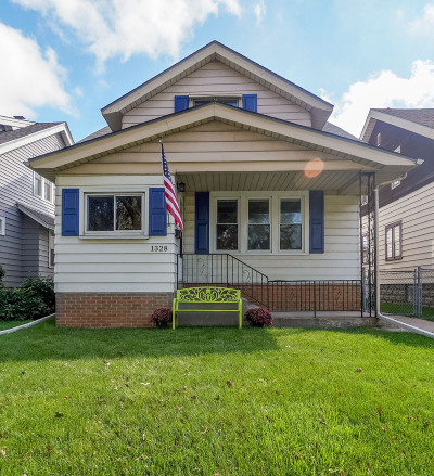 West Allis Single Family Home For Sale: 1328 S 76th St