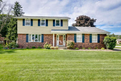 Racine Single Family Home Active Contingent With Offer: 415 4 1/2 Mile Rd
