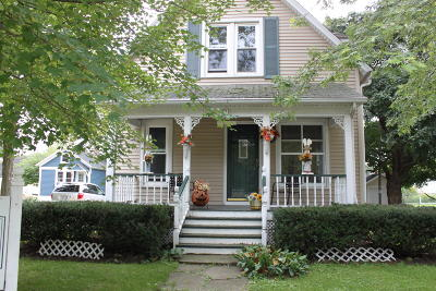 Walworth Single Family Home Active Contingent With Offer: 221 Kenosha St