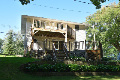 Delafield Single Family Home Active Contingent With Offer: 2458 Woodland Park Dr