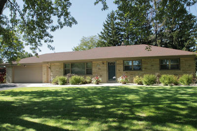 Menomonee Falls Single Family Home Active Contingent With Offer: W150n7147 Country Ln