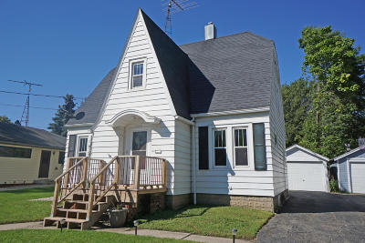 Watertown Single Family Home Active Contingent With Offer: 132 Riverlawn Ave