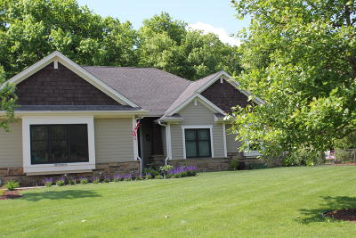 Muskego Single Family Home Active Contingent With Offer: S67w16219 Chestnut Ridge Ct