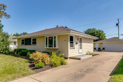 Kenosha Single Family Home Active Contingent With Offer: 8221 23rd Ave