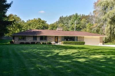 Mequon Single Family Home Active Contingent With Offer: 11229 Valley Dr