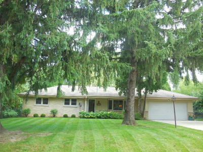 Brookfield Single Family Home Active Contingent With Offer: 15950 Smith Dr
