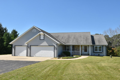 Mukwonago Single Family Home Active Contingent With Offer: S73w33409 Milos Way