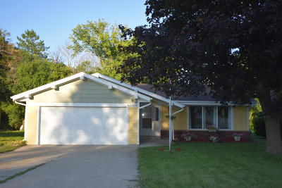 Muskego Single Family Home Active Contingent With Offer: W183s7762 Kelly Dr