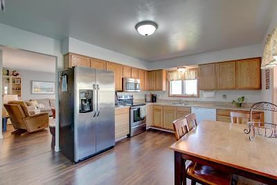 Racine Single Family Home For Sale: 909 Mayfair Dr
