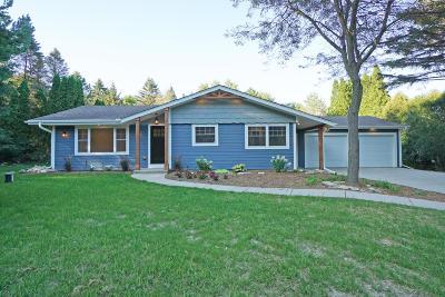 Oconomowoc Single Family Home For Sale: N74w36130 Thomas Dr
