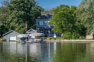 Waukesha County Single Family Home For Sale: 3728 N Hickory Ln
