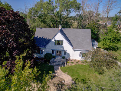 Grafton Single Family Home Active Contingent With Offer: 835 River Bend Ct