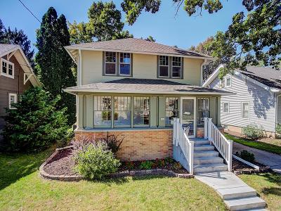 Oconomowoc Single Family Home For Sale: 406 S Worthington St