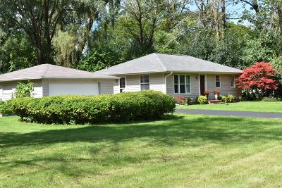 Mequon Single Family Home Active Contingent With Offer: 11315 N Valley Dr